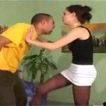 気が強そうな外人女性の金蹴りはたまらん・・M男動画