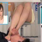 女子アナを机の下からパンチラと足のにおいを嗅ぐ変態M男