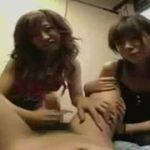 「ほら、気持ちいいんだろ」美脚ギャル二人組の激しい手コキで強制射精するM男動画