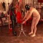 プロレス技でM男をいたぶる格闘系女王様
