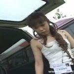 黒パンストが美しすぎる美痴女女性に野外で聖水をかけられるM男動画