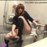 トイレで一人オナニーをする可愛い痴女動画www