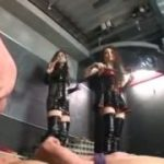 ボンテージ女王様3人の妖艶な鞭たたきの刑にあうM男動画ww