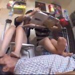 可愛いギャル二人の足裏の下敷きになりたいM男動画ww