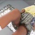 黒ギャル美女がM男を脚で弄び足コキ攻撃射精させる動画www