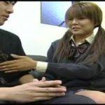 えっちな制服JKに手コキされて喜びM男動画ww
