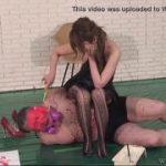 めっちゃきれいな女王様がM男の上に座ってドSな調教するwww