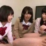 女子高の制服JKたちにペニスをおもちゃにされていじられるM男動画www