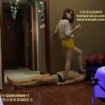 中国の美人女性にハイヒールで踏まれて快感なM男www