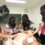 セーラー服姿のガスマスク集団に人体実験としてペニスを触られ遊ばれるM男動画