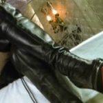 女王様の黒ブーツで暴力でいじめられて喜ぶマゾ奴隷www